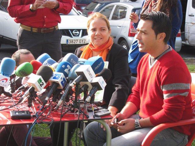 El Tio Materno De Los Menores, Estanislao Ortiz, Junto A Esther Chaves.