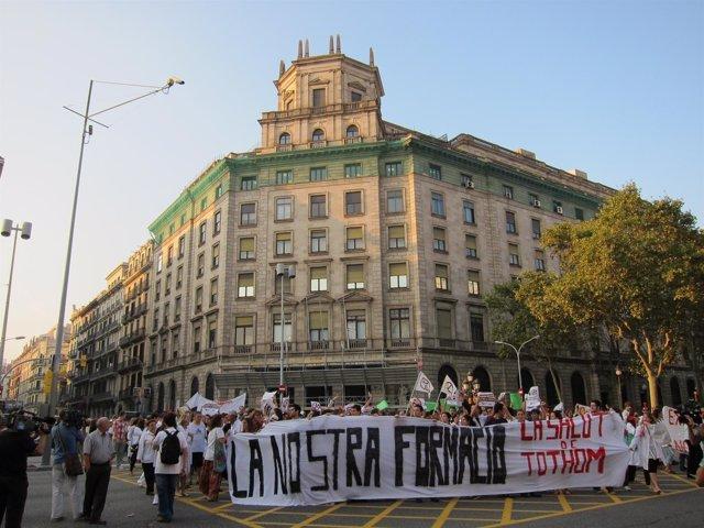 Manifestación De Médicos Ante El ICS