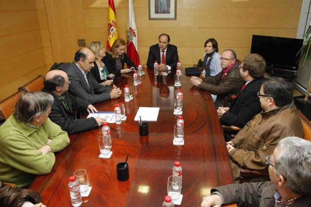 El Presidente Recibe A La Mesa Por El Empleo De Torrelavega