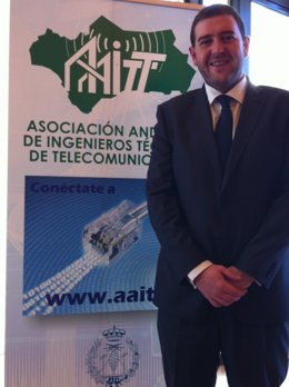 Asociación De Ingenieros Técnicos De Telecomunicacion, Juan Luis Cruz Navarro