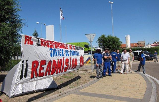 Despedidos De Iveco Inician Una Acampada A La Puerta De La Fábrica De Valladolid