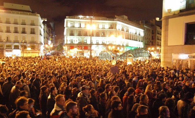 'Indignados' Se Concentran En Sol Por El Desalojo Del Hotel Madrid