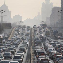 Atasco en una carretera de Pekín