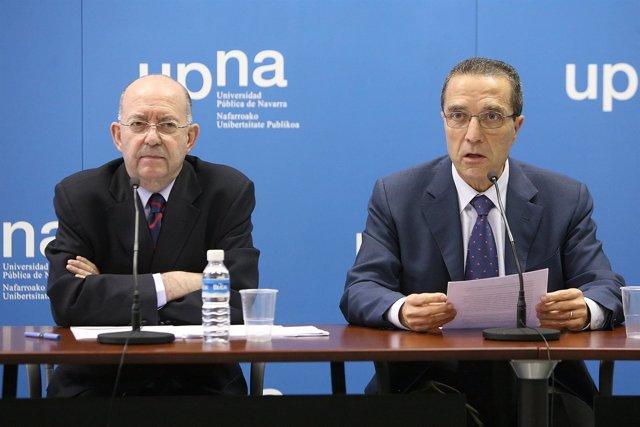 Alberto Pérez Calvo (Izquierda) Y Patricio Hernández, Presentan El Premio Brunet