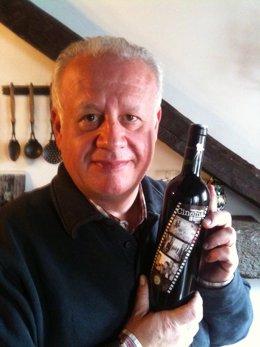 Juan Echanove Con Una Botella De Vino 'Cinema'