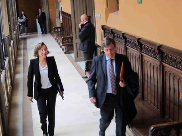 Montserrat Tura (PSC) Declara Por El Bloqueo De 'Indignados' Al Parlament