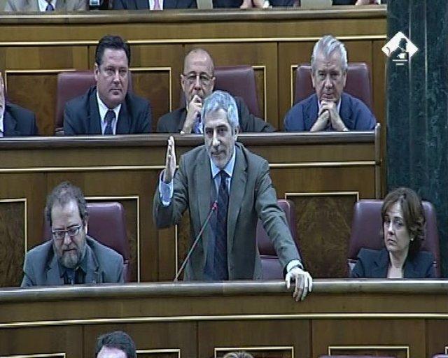 Llamazares interrumpe el Pleno contra la exclusión de IU