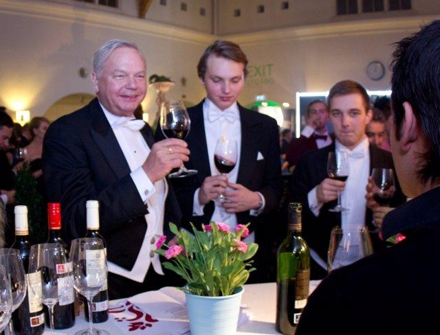Los Nobel 2011 Brindan Con Vino De Rioja