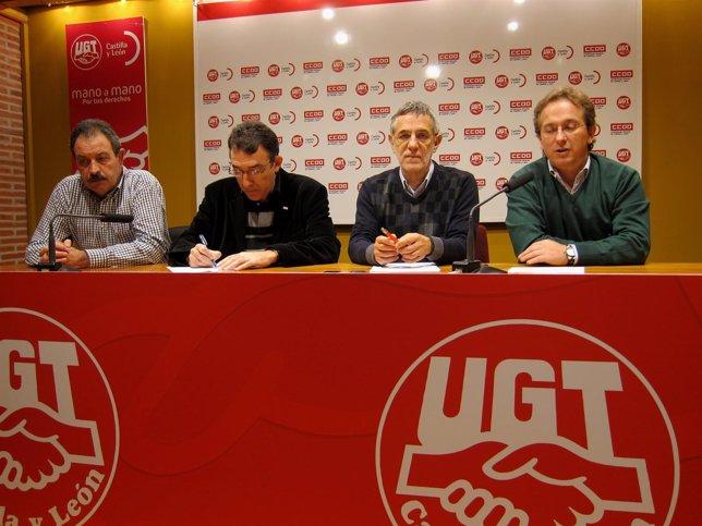 Representantes De UGT Y CC.OO, Durante El Anuncio Del Apoyo A Puertas Norma
