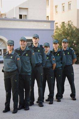 Varios Guardias Civiles Con Los Nuevos Uniformes