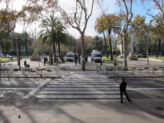 Normalidad Ante La Audiencia De Barcelona Tras Declarar Algunos Diputados