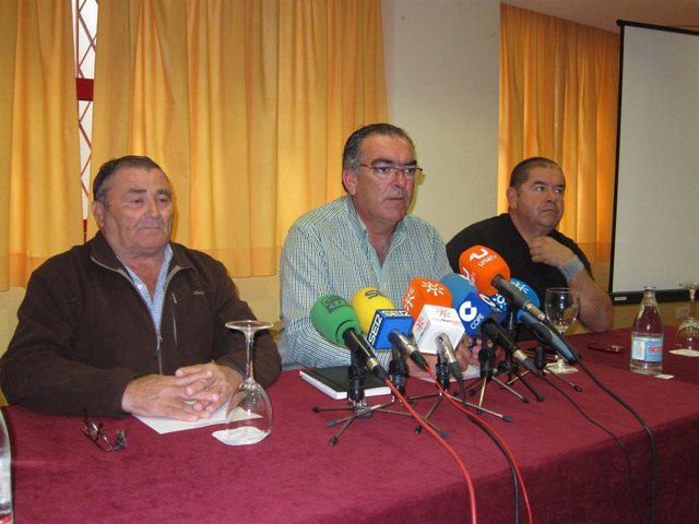 Representantes Del Sector De La Chirla Durante La Rueda De Prensa.