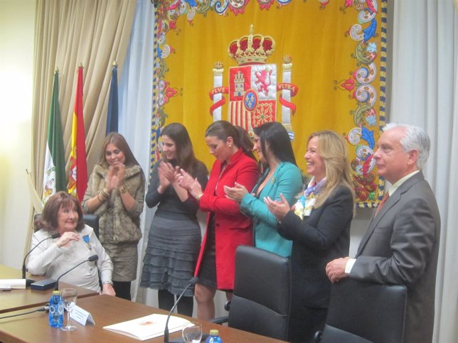 Marifé De Triana, Junta A Jiménez, Lopez Luna Y Varias Cantantes