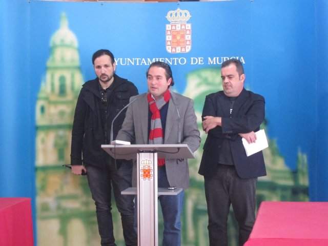 Concejal De Cultura, Rafael Gómez (Centro) Junto A Los Codirectores Del C-FEM