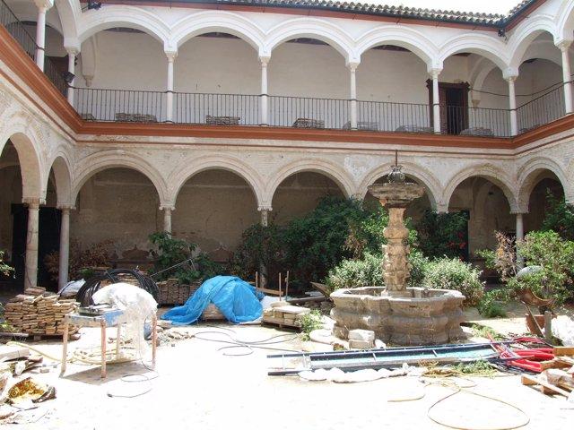 Patio Del Palacio De Peñaflor.