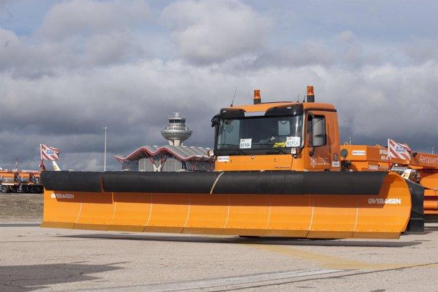 Imagen De Las Máquinas Del Plan Invernal Barajas
