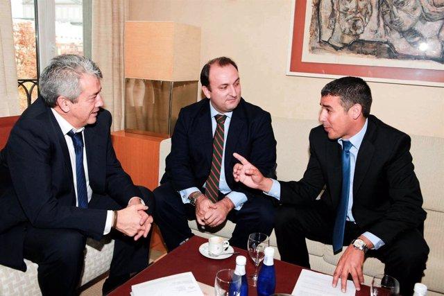 Un Instante De La Reunión Mantenida En Madrid