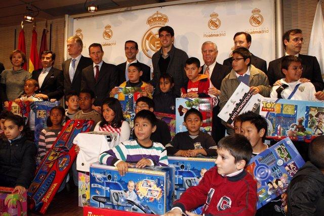 Kaká En La Campaña 'En Navidad Ningún Niño Sin Juguete'