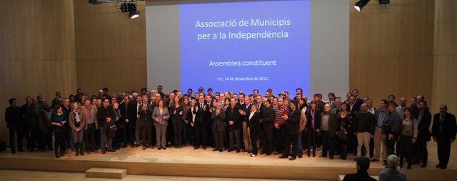 Los Alcaldes Catalanes Que Han Constituido La AMI