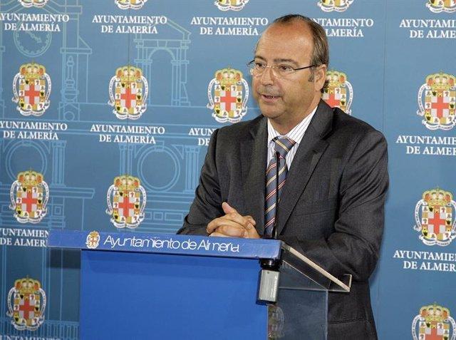 El alcalde de Almería, Luis Rogelio Rodríguez Comendador (PP)