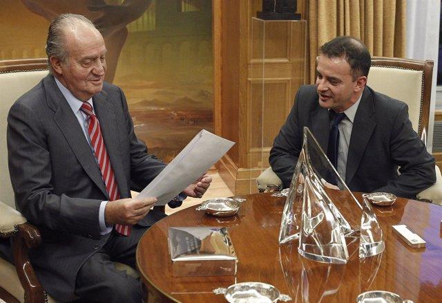 El Rey Juan Carlos Con El Diputado De ERC Alfred Bosch I Pascual