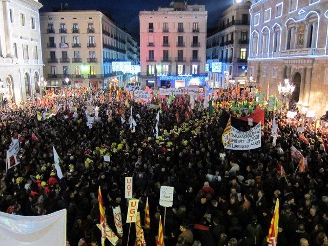 Concentración En Plaza Sant Jaume Contra Los Recortes A Funcionarios
