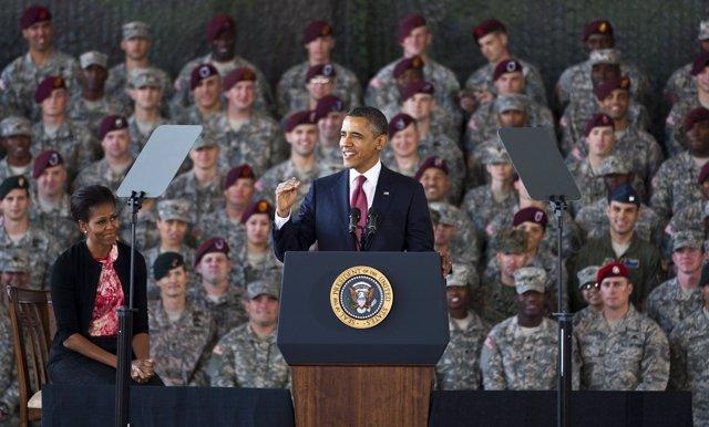 El Presidente De EEUU, Barack Obama Con Las Tropas A Su Regreso De Irak