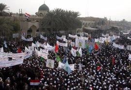 Miles de personas celebran en Faluya la salida de las tropas de Estados Unidos