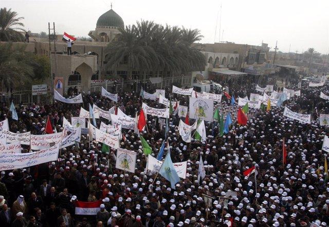 Manifestación Antiestadounidense En La Ciudad Iraquí De Faluya