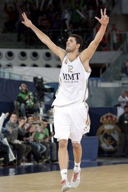 Mirotic Y Carroll Aplastan Al Maccabi En La Despedida De Rudy