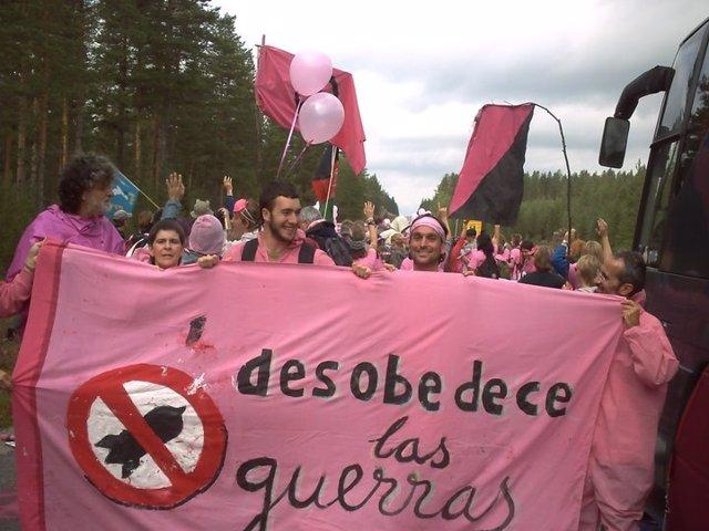 Manifestación De Antimilitaristas