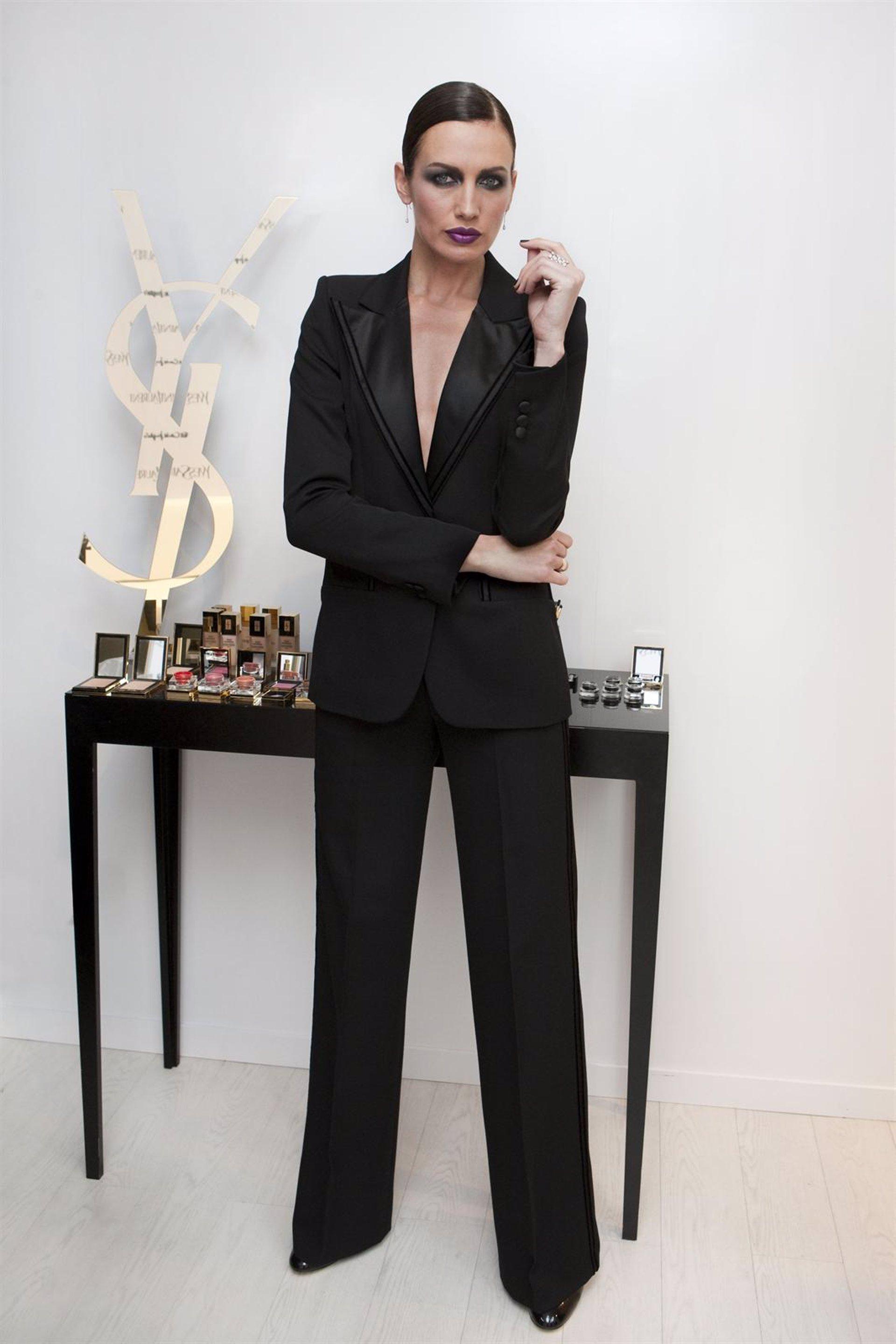 Yves Saint Laurent se inspira en el esmoquin para el maquillaje de esta  Navidad d207fd7b684