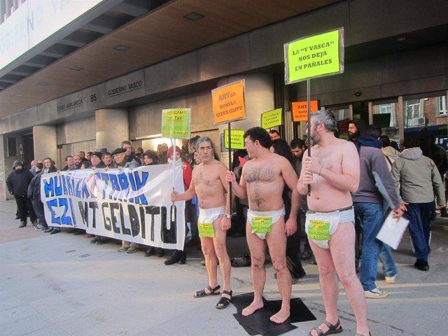 Concentración En Bilbao De Activistas Anti-TAV