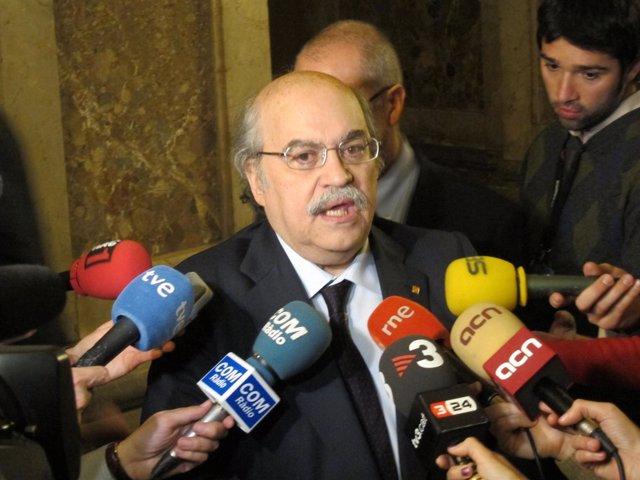 El Conseller Andreu Mas-Colell En El Parlament