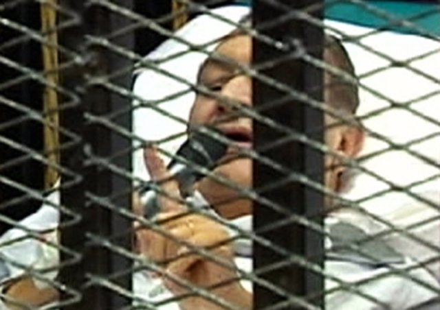 El Expresidente De Egipto Hosni Mubarak Durante El Juicio En Su Contra