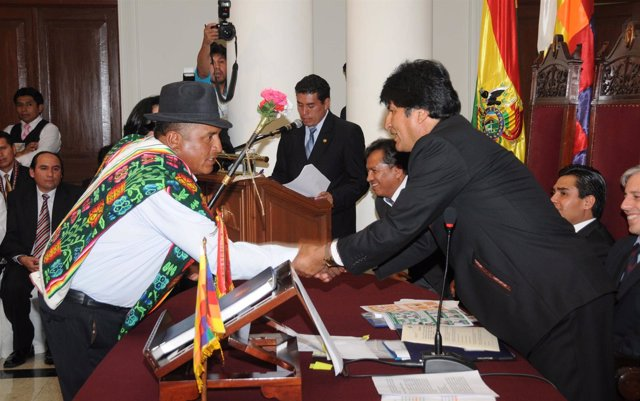 Evo Morales Con Los Nuevos Jueces Bolivianos.