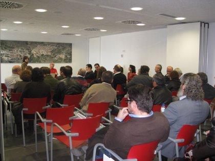 Medio centenar de socialistas debaten en Jijona (Alicante) sobre las reformas necesarias en el partido