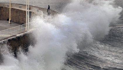 Euskalmet avisa de olas de cuatro metros en la costa vasca para este jueves