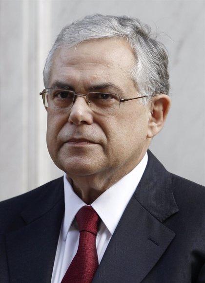 Papademos alerta de que Grecia puede entrar en una quiebra descontrolada