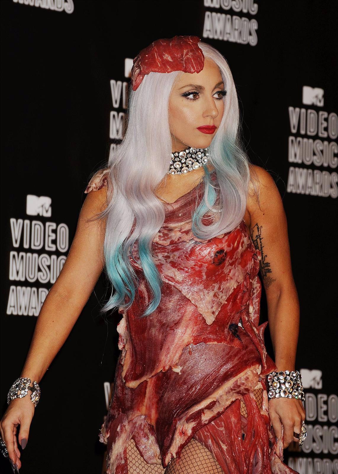 Lady Gaga Con Su Vestido De Carne