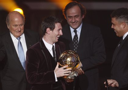 Fútbol.- Messi gana su tercer Balón de Oro consecutivo