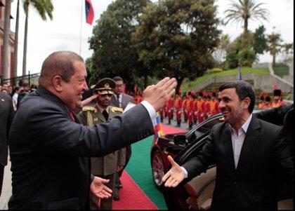 "Chávez aclara que ni Venezuela ni Irán son países ""guerreristas"""