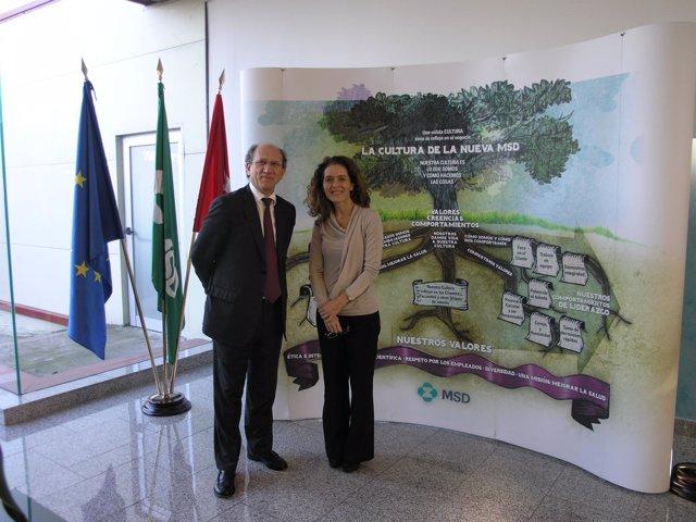Javier García Alegría Y Cristina Murciano Durante La Firma Del Acuerdo