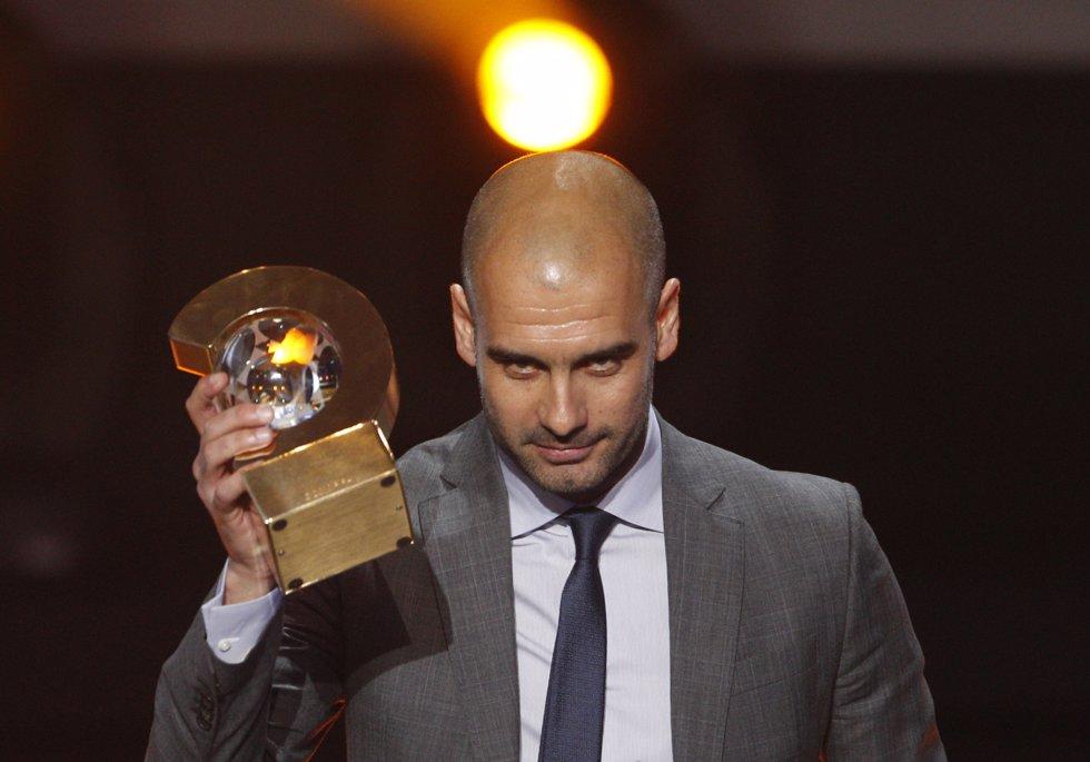 Pep Guardiola recibe el premio al mejor entrenador