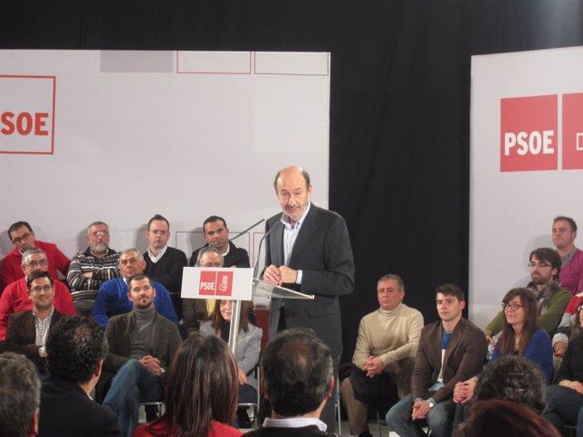 Rubalcaba, En Un Acto De Campaña Con Militantes Del PSOE En Sevilla