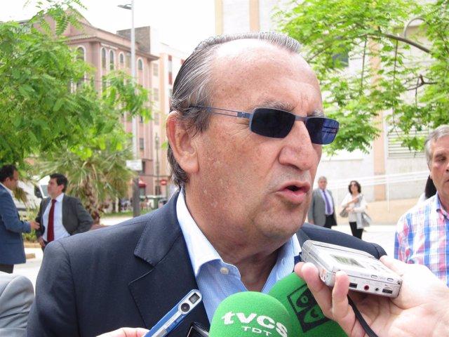 Carlos Fabra Atiende A Los Medios