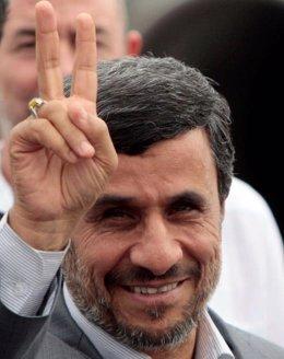 Mahmud Ahmadineyad A Su Llegada A Cuba.