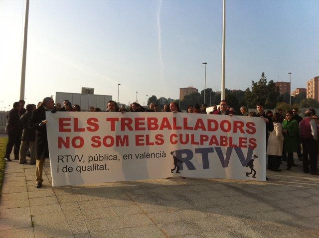 Imagen de archivo de una concentración de empleados de RTVV contra los despidos