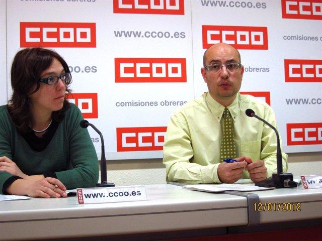 Llorenç Serrano Y Sara Pérez De CCOO Explican Su Oposición Al 'Fracking'.