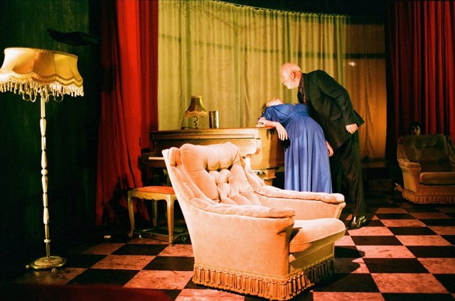 Peeping Tom Presenta 'Se Alquila' En El Teatro Central